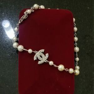 Classic chanel pearl choker style necklace